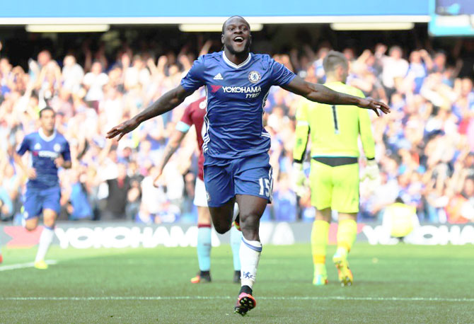 EPL: Wing back Moses credits Conte for reviving his career