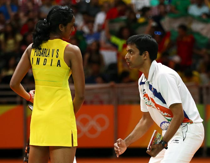 PV Sindhu, left, speaks to her Pullela Gopichand during the women's singles gold medal match against Carolina Marin of Spain at the Rio 2016 Olympic Games