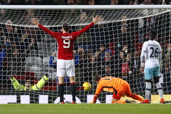 Rediff Sports - Cricket, Indian hockey, Tennis, Football, Chess, Golf - Man United sweep past West Ham, Arsenal ousted by Southampton