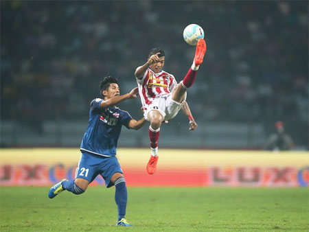 Rediff Sports - Cricket, Indian hockey, Tennis, Football, Chess, Golf - ISL: ATK-Pune play out goalless draw