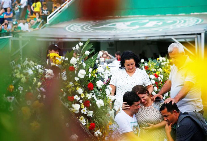 Rediff Sports - Cricket, Indian hockey, Tennis, Football, Chess, Golf - Grieving Brazilian town receives bodies of soccer crash victims