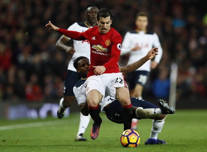 EPL PHOTOS: Man United sink Spurs; Chelsea go top