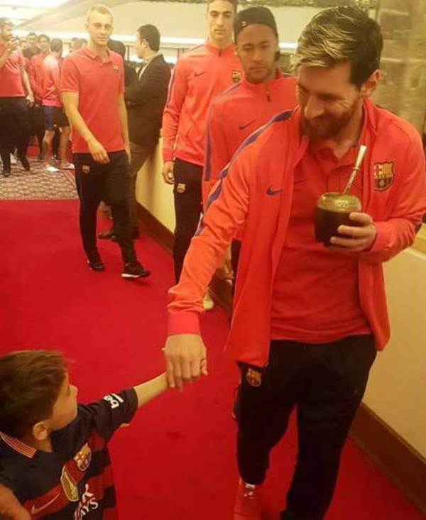 wholesale dealer 840e6 78b44 Six-yr-old Afghan boy Murtaza meets his idol Messi - Rediff ...