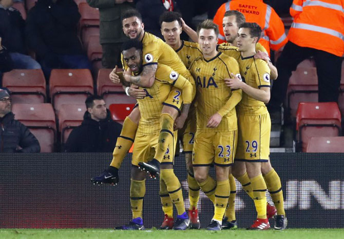 EPL PHOTOS: Alli double helps Spurs sink 10-man Southampton
