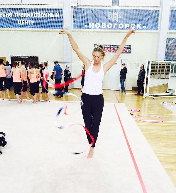 Rediff Sports - Cricket, Indian hockey, Tennis, Football, Chess, Golf - Meet Sharapova, the gymnast!