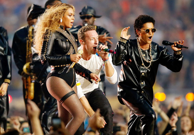 Rediff Sports - Cricket, Indian hockey, Tennis, Football, Chess, Golf - PHOTOS: Beyonce, Bruno Mars heat up Coldplay's Super Bowl halftime show