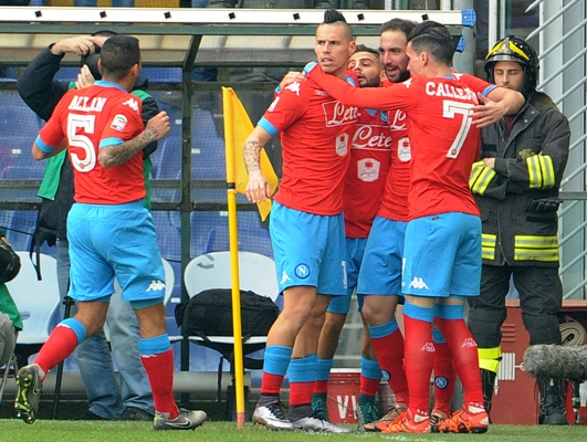 Gonzalo Higuain of Napoli celebrates with team mates
