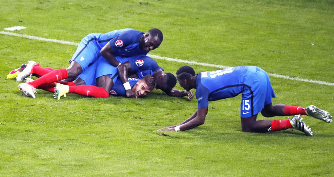 Rediff Sports - Cricket, Indian hockey, Tennis, Football, Chess, Golf - Euro: France end Iceland fairy tale in 5-2 quarter-final decimation