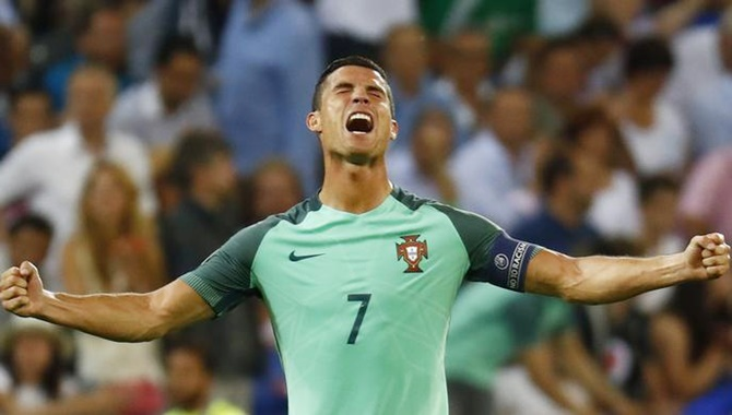 Rediff Sports - Cricket, Indian hockey, Tennis, Football, Chess, Golf - Euro: Griezmann and Ronaldo clash in final for second time in 6 weeks
