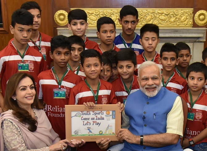 Rediff Sports - Cricket, Indian hockey, Tennis, Football, Chess, Golf - Sports can be a means for national integration, says PM Modi