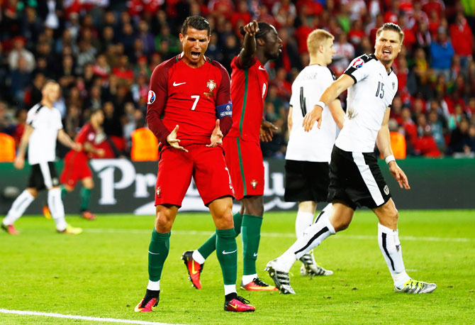 Rediff Sports - Cricket, Indian hockey, Tennis, Football, Chess, Golf - Euro: Ronaldo misses penalty as Portugal held to 0-0 draw with Austria
