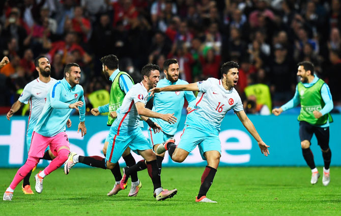 Rediff Sports - Cricket, Indian hockey, Tennis, Football, Chess, Golf - Euro: Turkey beat Czechs 2-0 to stay in last-16 contention