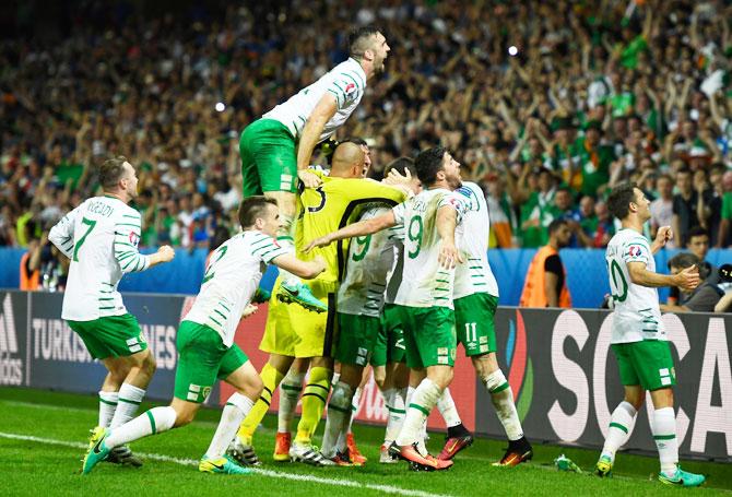 Rediff Sports - Cricket, Indian hockey, Tennis, Football, Chess, Golf - Euro: Ireland make history, enter last 16 after late Brady goal