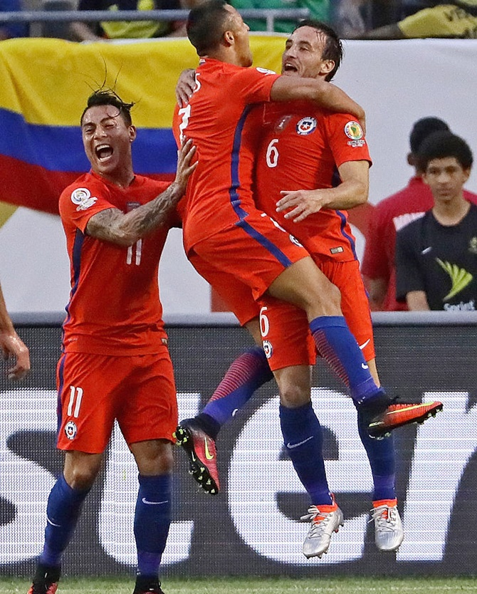 Rediff Sports - Cricket, Indian hockey, Tennis, Football, Chess, Golf - Copa America: Chile beat Colombia to set up final against Argentina