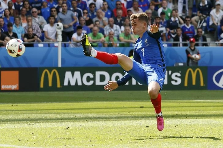 Rediff Sports - Cricket, Indian hockey, Tennis, Football, Chess, Golf - Euro 2016: France's Griezmann spreads wings with perfect timing
