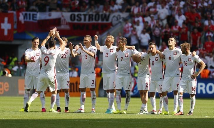 Rediff Sports - Cricket, Indian hockey, Tennis, Football, Chess, Golf - Euro 2016: Poland sink Switzerland on penalties to reach quarters