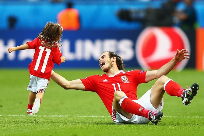 Wales player Gareth Bale celebrates with daughter Aba Violet after the victory against Northern Ireland