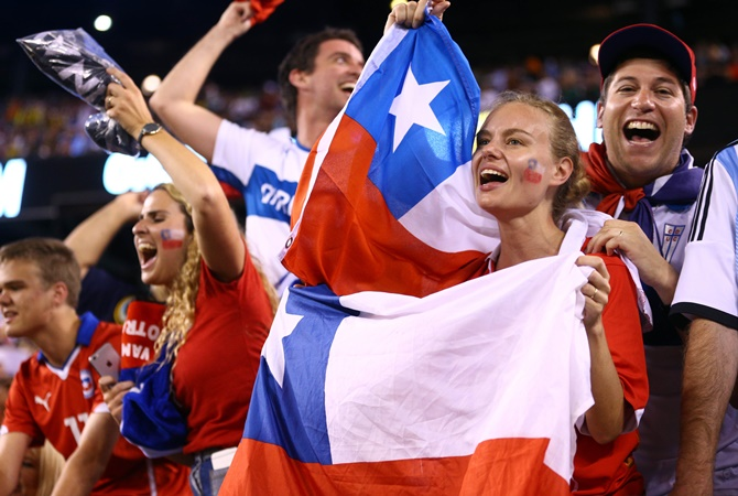 Rediff Sports - Cricket, Indian hockey, Tennis, Football, Chess, Golf - PHOTOS: How Chile rejoiced after beating 'the best'