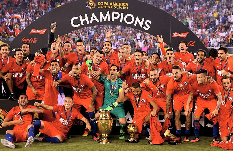 Rediff Sports - Cricket, Indian hockey, Tennis, Football, Chess, Golf - Messi's Argentina find Chile too hot to handle!
