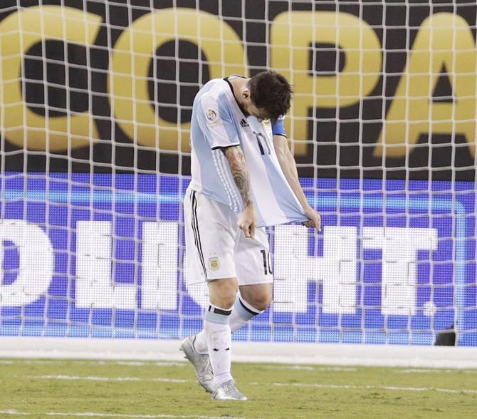 Rediff Sports - Cricket, Indian hockey, Tennis, Football, Chess, Golf - Messi announces retirement from international football