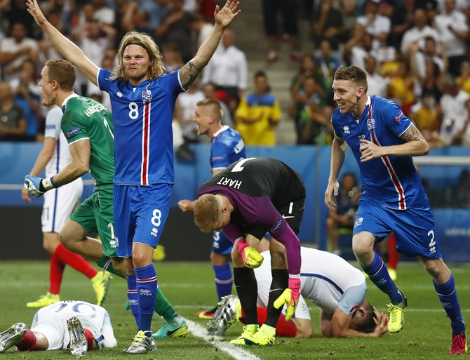 Iceland players