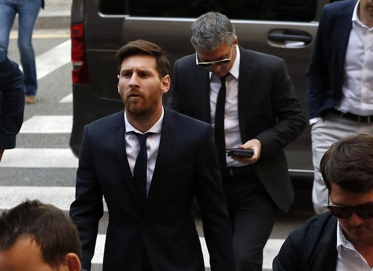 Barcelona's Argentine soccer player Lionel Messi (C) arrives to court with his father Jorge Horacio Messi to stand trial for tax fraud in Barcelona, Spain, June 2, 2016