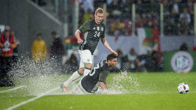 Rediff Sports - Cricket, Indian hockey, Tennis, Football, Chess, Golf - Euro warm-up: Slovakia stun green Germany; Portugal, Spain win