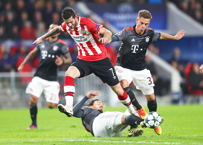 PSV Eindhoven's Gaston Pereiro takes on Bayern Munich's Mats Hummels (left) and Joshua Kimmich during their UEFA Champions League Group D match at Philips Stadion in Eindhoven