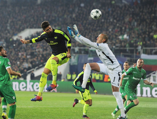 Arsenal's Oliver Giroud attempts to head past Ludogorets keeper