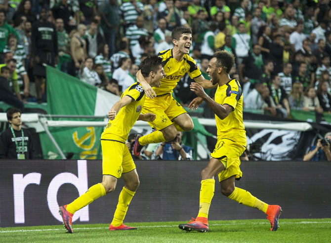 Borussia Dortmund's Julian Weigl (left) celebrates with teammates after scoring against SC Sporting Lisbon at Estadio Jose Alvalade in Lisbon on Wednesday