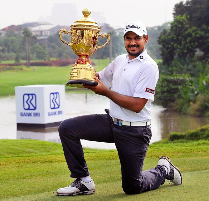 Gaganjeet Bhullar poses with the Indonesia Open Trophy in Jakarta