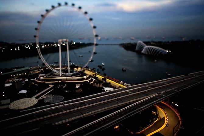 Ecclestone says Singapore wants to drop F1 race