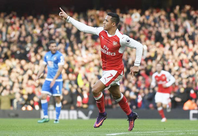 EPL: Sanchez's double helps Arsenal sink brave Bournemouth