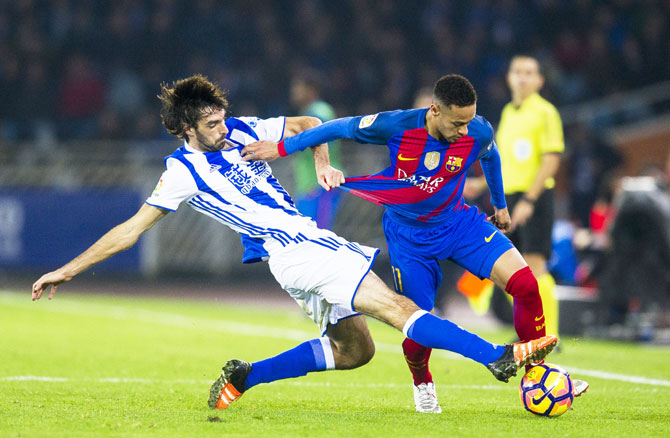 FC Barcelona's Neymar duels for the ball with Real Sociedad's Carlos Martinez