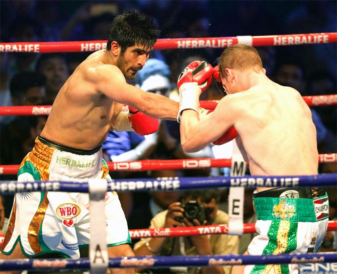 Vijender Singh in action against Kerry Hope, a bout he won in July