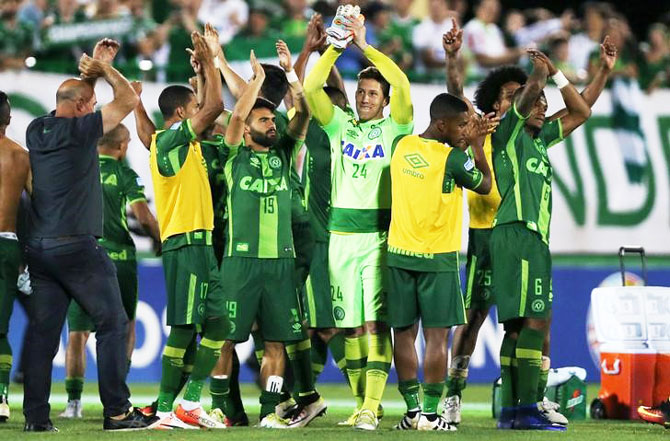 Players of Chapecoense celebrate after their match against San Lorenzo at the Arena Conda stadium in Chapeco, Brazil, November 23, 2016
