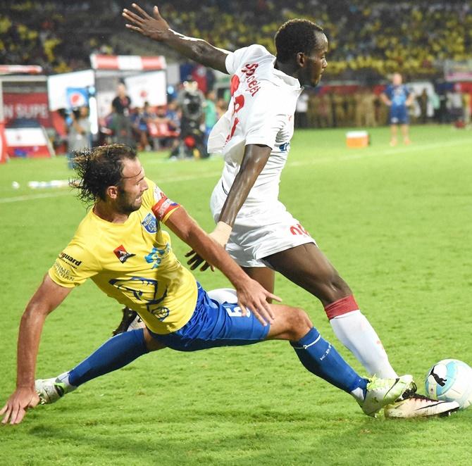 ISL: Kerala Blasters, Delhi Dynamos share spoils - Rediff