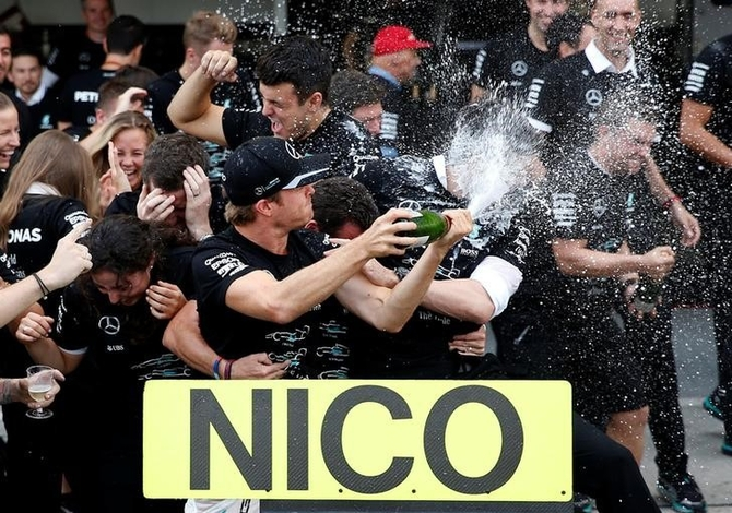 Rosberg keeping the champagne on ice despite closing in on title
