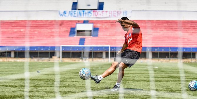 Rediff Sports - Cricket, Indian hockey, Tennis, Football, Chess, Golf - Not just Bengaluru, this match is about India: Chhetri