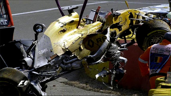 F1: Magnussen cleared to race at Monza after Belgium crash