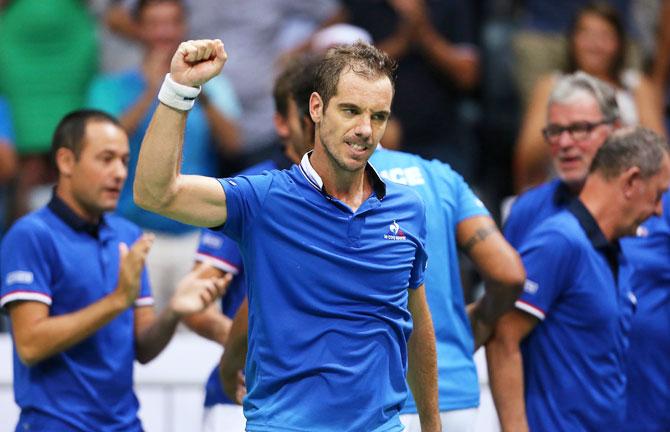 Rediff Sports - Cricket, Indian hockey, Tennis, Football, Chess, Golf - Davis Cup PIX: Croatia and France deadlocked after singles