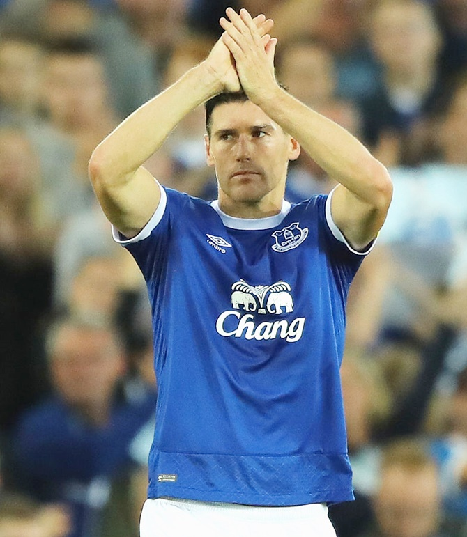 Everton manager hails 'perfect player' Barry