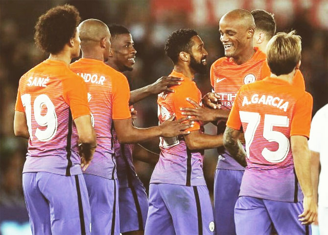 Rediff Sports - Cricket, Indian hockey, Tennis, Football, Chess, Golf - League Cup: Manchester clubs win to tee up fourth round tie