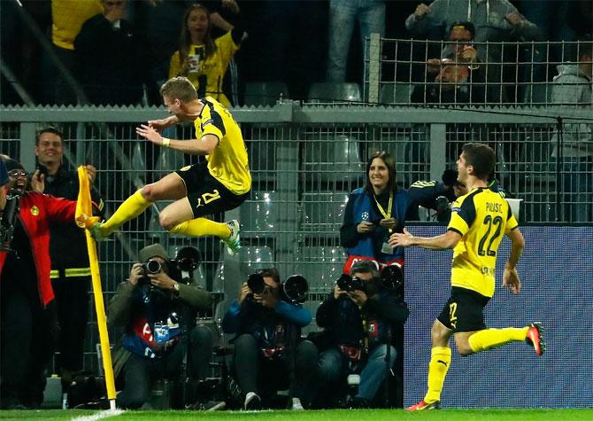 Rediff Sports - Cricket, Indian hockey, Tennis, Football, Chess, Golf - Champions League PHOTOS: Dortmund deny Real; Leicester beat Porto
