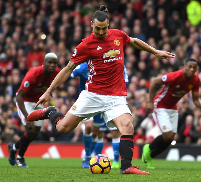 EPL: Late Ibra penalty saves Man Utd, more Sunderland woe