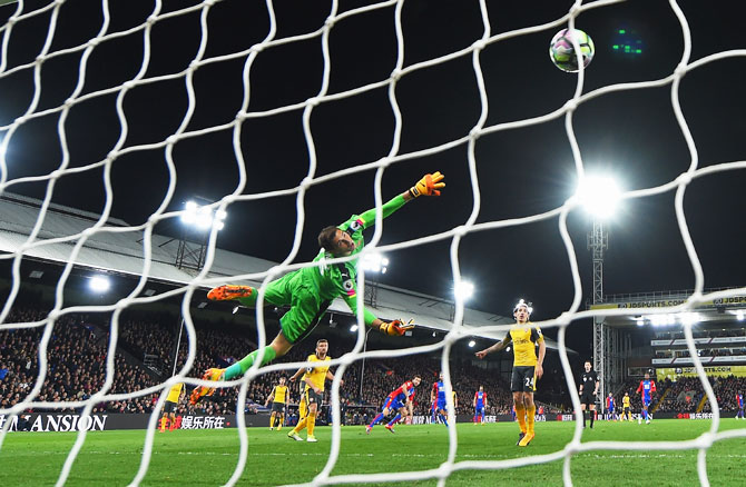 Arsenal 'keeper Emiliano Martinez dives in vain as Crystal Palace's Yohan Cabaye scores their second goal