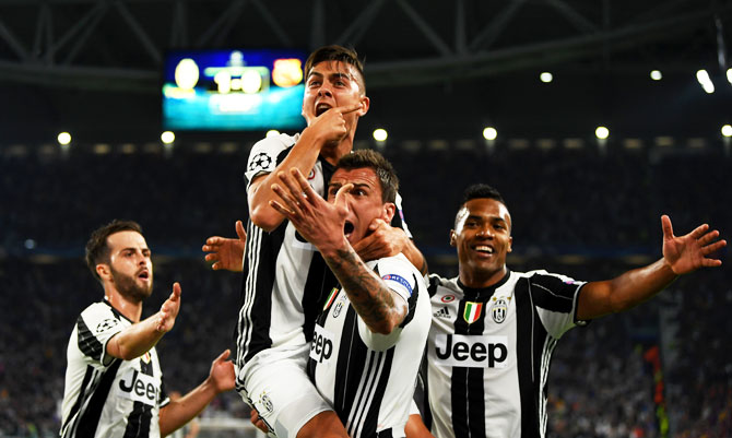 Rediff Sports - Cricket, Indian hockey, Tennis, Football, Chess, Golf - Champions League PIX: Dybala upstages Messi as Juve stun Barcelona