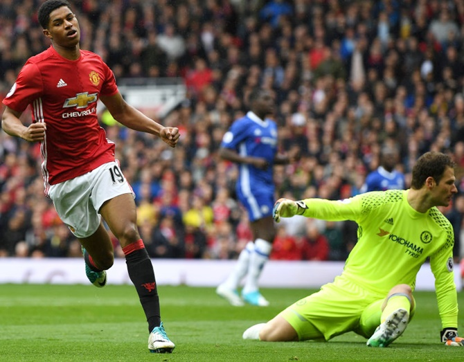 EPL: United offer hope to Spurs with 2-0 win over Chelsea