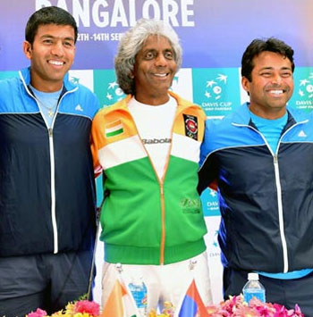 File photograph of Anand Amritraj (centre) with Leander Paes (right) and Rohan Bopanna