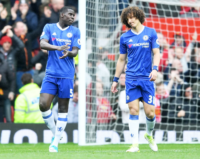 Chelsea's fall at Old Trafford re-opens EPL title race